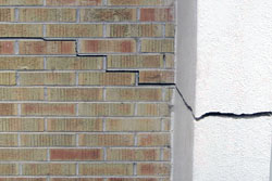 Garage wall cracks in South Carolina